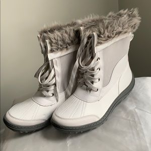 Fur lined white merona boots